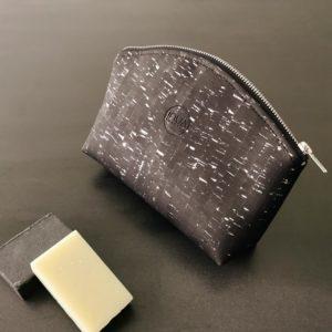 grande trousse zippée demi-lune vegan en liège noir argenté doublée lin de l'atelier inua