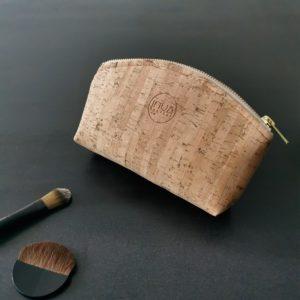 petite trousse demi-lune vegan en liège naturel de l'atelier inua