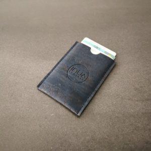 porte-carte vegan en liège bleu marine de l'atelier inua