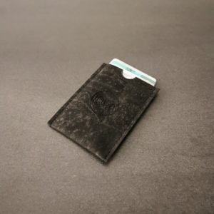 porte-carte vegan en liège noir de l'atelier inua