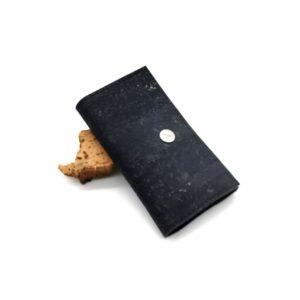 porte-clé vegan en liège noir de l'atelier inua