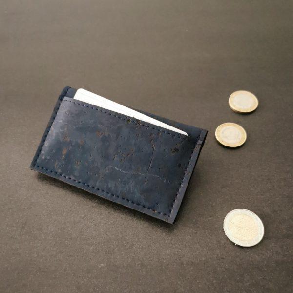 porte-monnaie vegan en liège bleu marine de l'atelier inua