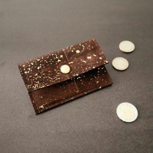 porte-monnaie vegan en liège marron doré de l'atelier inua