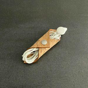 range-écouteurs vegan en liège naturel de l'atelier inua