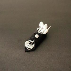 range-écouteurs vegan en liège noir de l'atelier inua