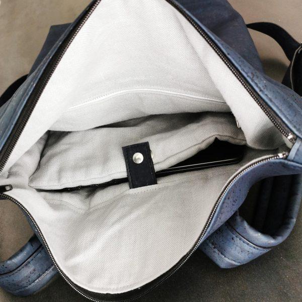 sac à dos vegan en liège bleu marine et lin de l'atelier inua