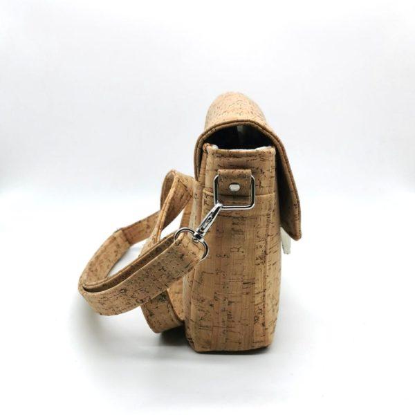 sac à main vegan en liège naturel avec fermoir cartable de l'atelier inua vue de côté
