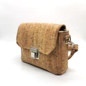 sac à main vegan en liège naturel avec fermoir cartable de l'atelier inua vue de profil