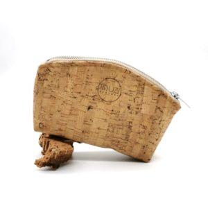 trousse demi-lune vegan en liège naturel de l'atelier inua
